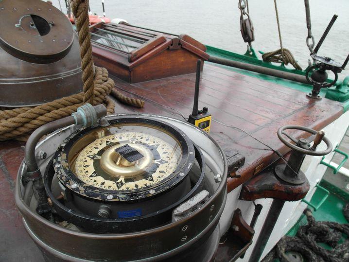 Kurs per Kompass festsetzen: Und gegebenfalls anders segeln