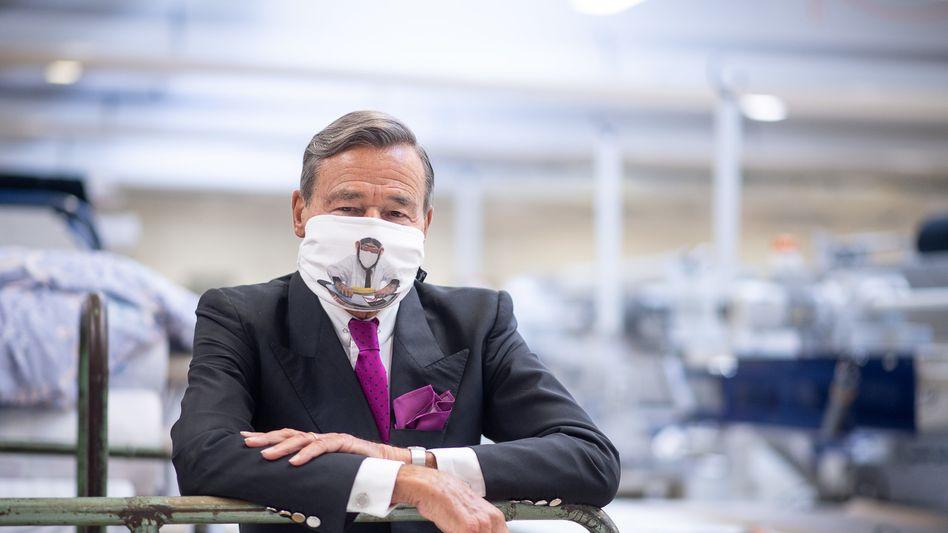 Berühmt für seine Affenwerbung - jetzt auch auf dem Mundschutz: Trigema-Chef Wolfgang Grupp
