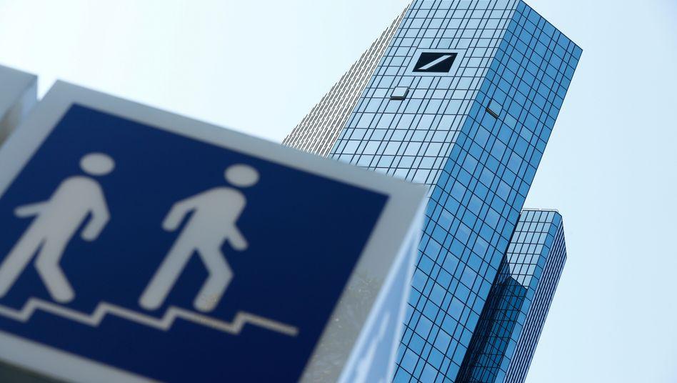 Der eine geht, die andere kommt: Bei der Deutschen Bank tritt Bilanzierungschef Loetscher vorerst zur Seite