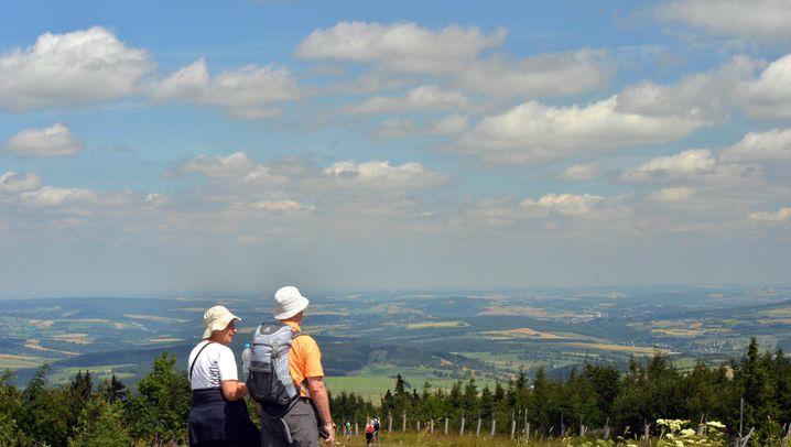 Wanderer auf dem Fichtelberg in Sachsen: Curt Diehm rät zu einer aktiven Urlaubsgestaltung