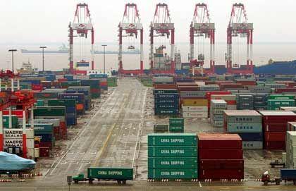 Rastlos: Containerumschlag im Hafen von Shanghai