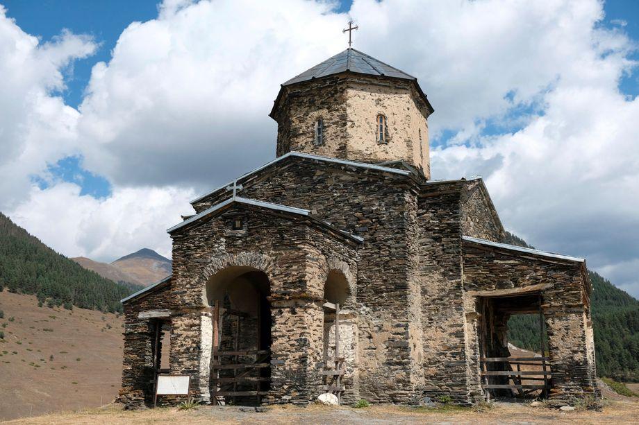 In Shenako steht eine der sechs Kirchen Tuschetiens