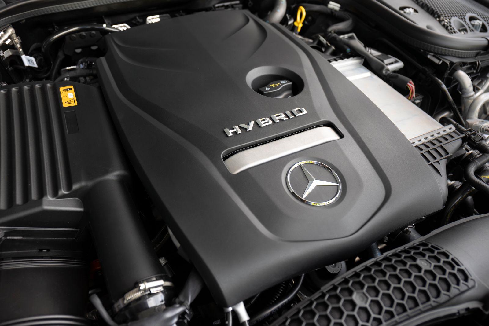 Mercedes-Benz E 300 e 4MATIC Mercedes-Benz E 300 e 4MATIC