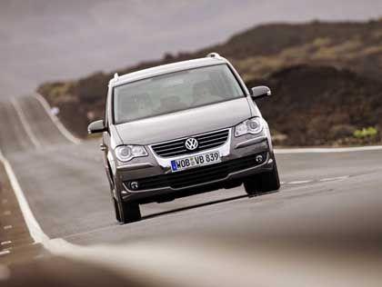 Kleine Geschenke: Kunden von Otto sollen mit Gewinnspielen und Parkscheiben für VWs Volumenmodelle (wie den Touran) interessiert werden