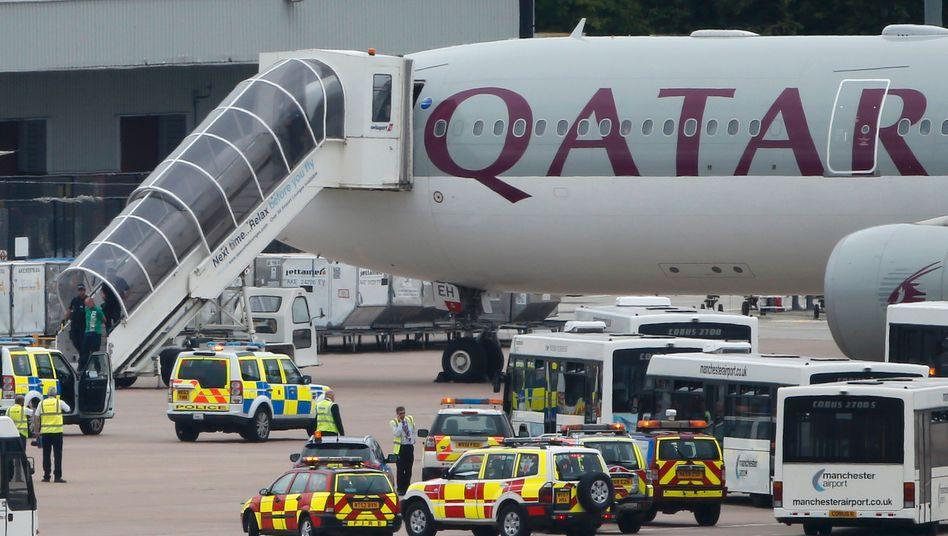 Flieger von Qatar Airways auf dem Flughafen von Manchester