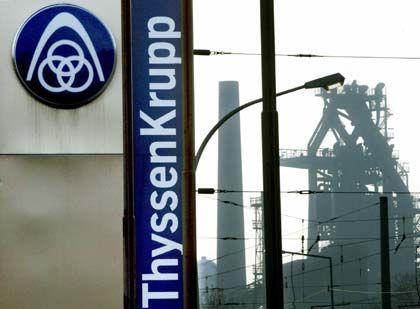 ThyssenKrupp tiefrot: Der Stahlkonzern plant weiteren Stellenabbau