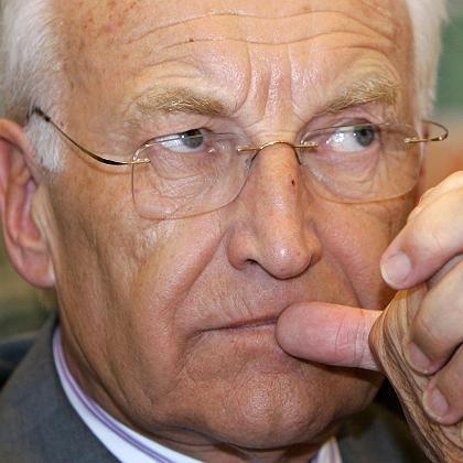CSU-Chef Stoiber: Der angeschlagene bayerische Ministerpräsident kämpft um seine Macht