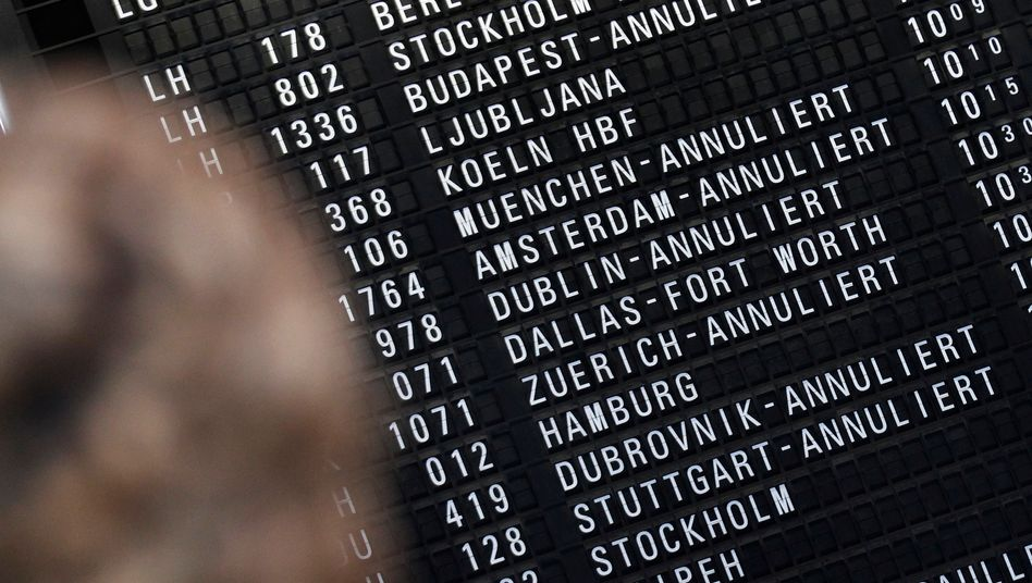 Notbetrieb: Am Frankfurter Flughafen heben am Montag nur ein Teil der Maschinen wie geplant ab