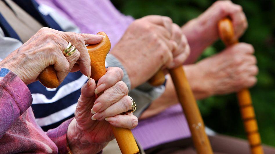 Ab Juli mehr Geld: Wegen der im Vorjahr wirksam gewordenen Rentengarantie steigen die Renten nicht um 2 Prozent, sondern nur um 1 Prozent