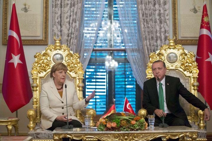 Bundeskanzlerin Angela Merkel und der türkische Präsident Recep Tayyip Erdogan: Wer pokert besser?