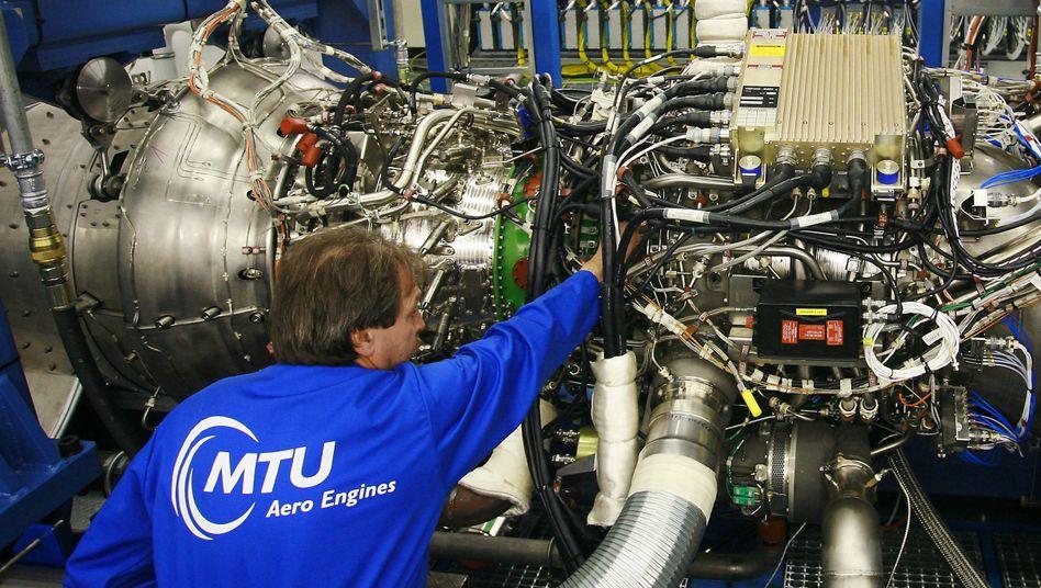 Mitarbeiter von MTU: Der Triebwerkshersteller hat seinen Umsatz im dritten Quartal um 12 Prozent gesteigert