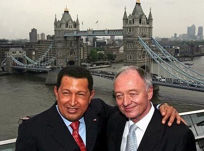Hilfe aus Venezuela: Londons Bürgermeister Livingstone nahm den von Hugo Chavez (links) angebotenen Treibstoffrabatt gerne an