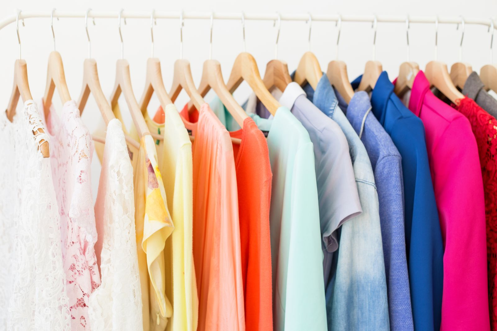 EINMALIGE VERWENDUNG Kleiderstange / Kleiderschrank