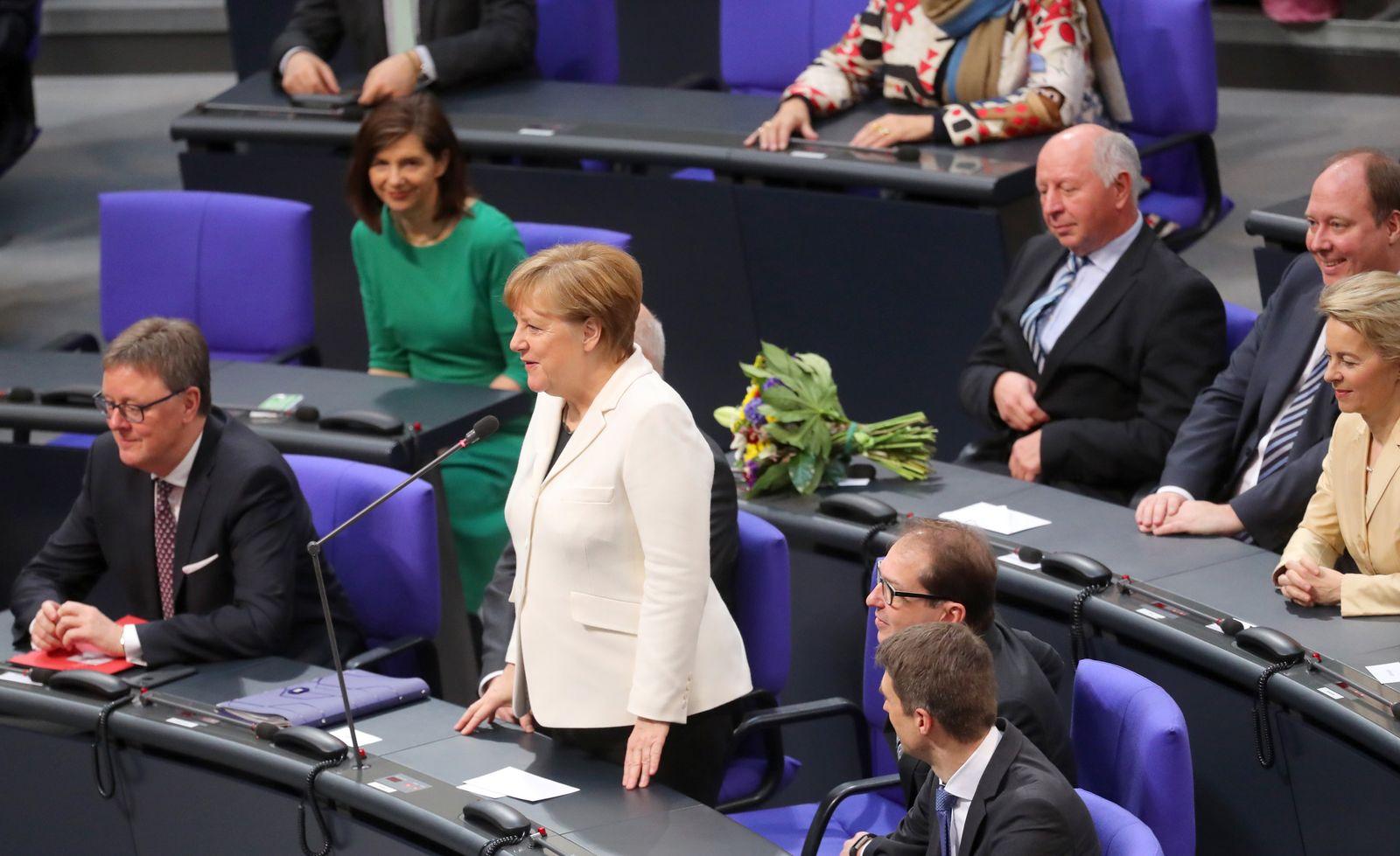 Regierungsbildung/ Merkel nimmt Wahl an