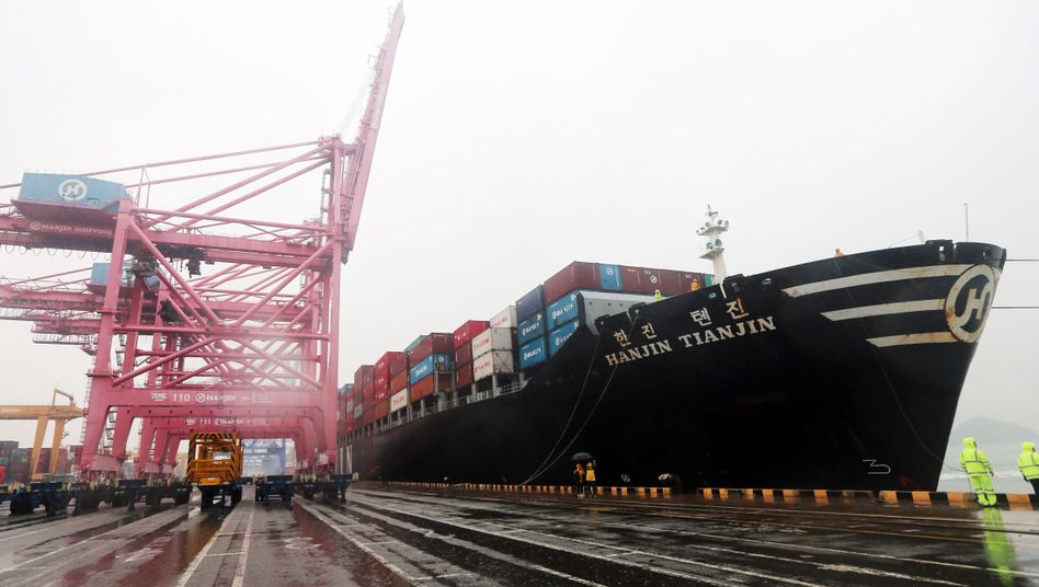 Hanjin-Containerschiff im Hafen von Busan: Viele sichere Anlegeplätze gibt es für die Frachter der koreanischen Pleitereederei derzeit nicht