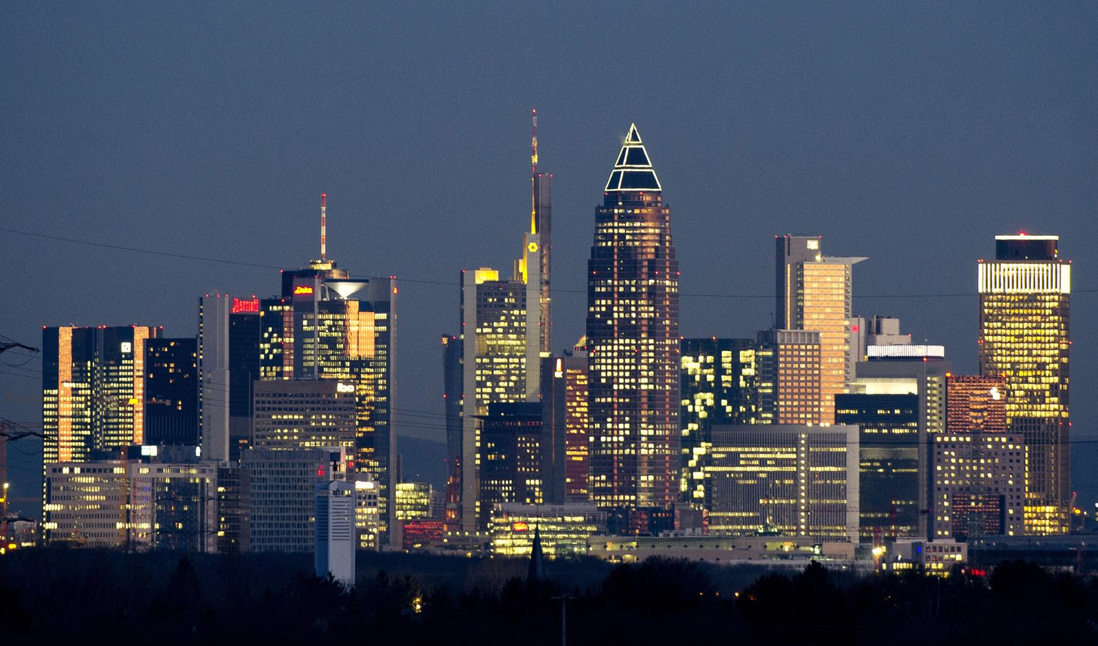 Bundesland / Frankfurter Banken-Skyline