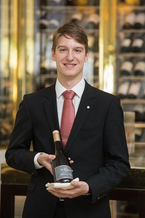 Marc Almert ist seit Sommer 2014 Sommelier im Zwei-Sterne-Restaurant Haerlin im Fairmont Hotel Vierjahreszeiten in Hamburg