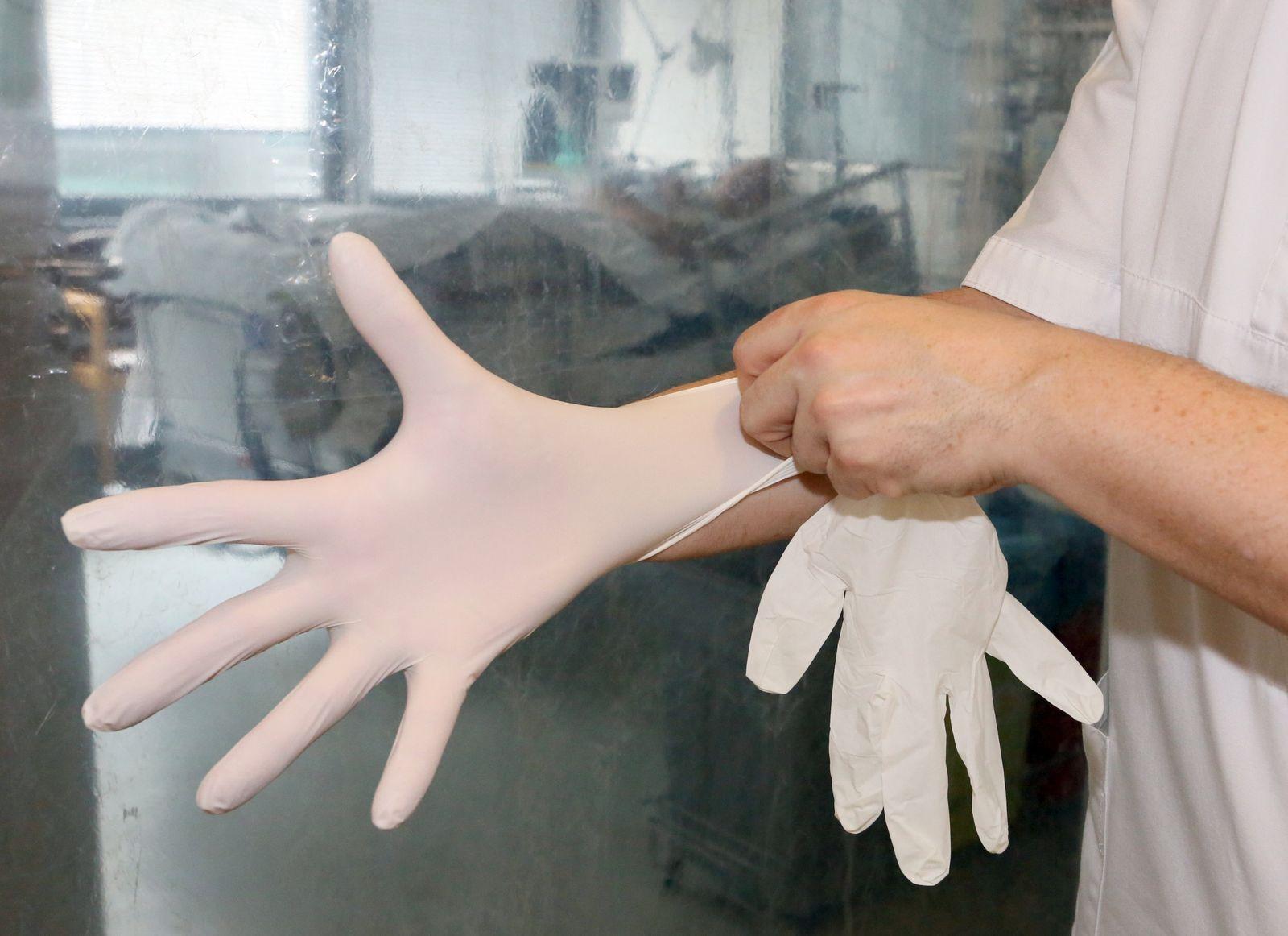 Krankenhaus-Hygiene/ Handschuhe