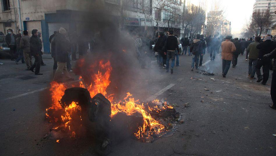Unruhen in Teheran: Die Demonstranten waren auf die Straßen gegangen, um gegen die Festnahme der Oppositionsführer Mehdi Karubi und Mir-Hossein Mussawi zu protestieren