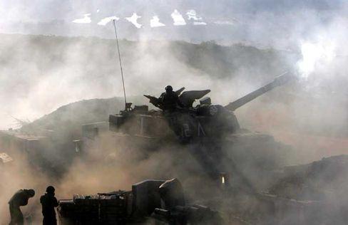 Israelische Artillerie im Gefecht an der Grenze zum Süd-Libanon