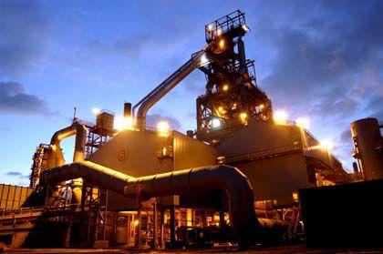 Konsolidierung setzt sich fort: Durch eine Fusion von Tata und Corus (hier Werk in Süd-Wales) entsteht der fünftgrößte Stahlkonzern der Welt