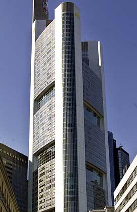 Zentrale der Commerzbank in Frankfurt: Eidesstattliche Versicherungen von allen Seiten
