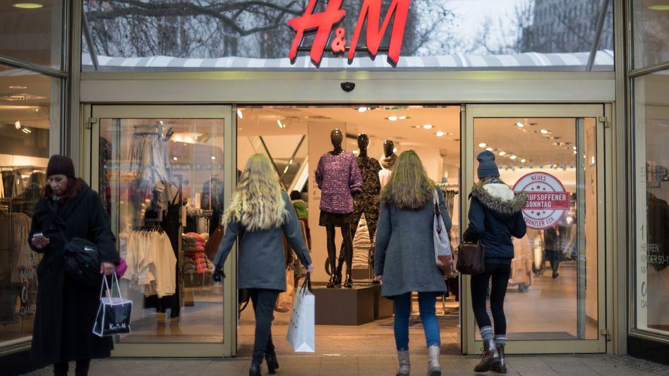 Hennes & Mauritz: Der schwedische Modehändler schließt Filialen