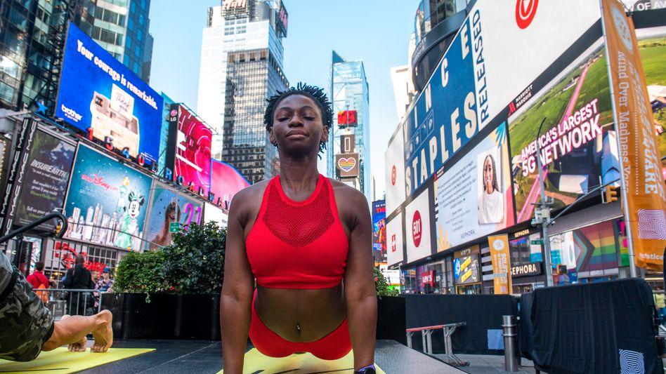 Neue Kraft: Yoga-Session auf dem New Yorker Times Square
