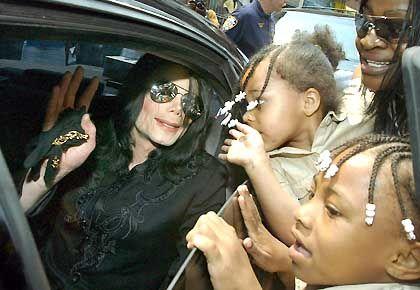 Popstar Jackson: Noch immer von Fans umringt