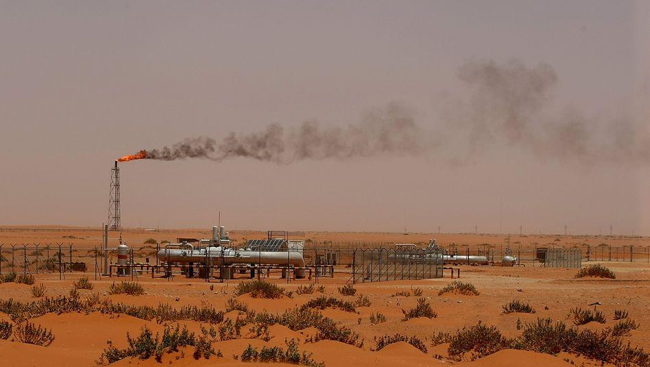 Ölförderung in der Wüste: Zuletzt hat der Ölpreis wieder deutlich nachgegeben. Die USA ertrinken in Öl