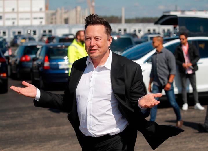 """""""Coole Autos"""" will er hier bauen: Elon Musk in Grünheide."""