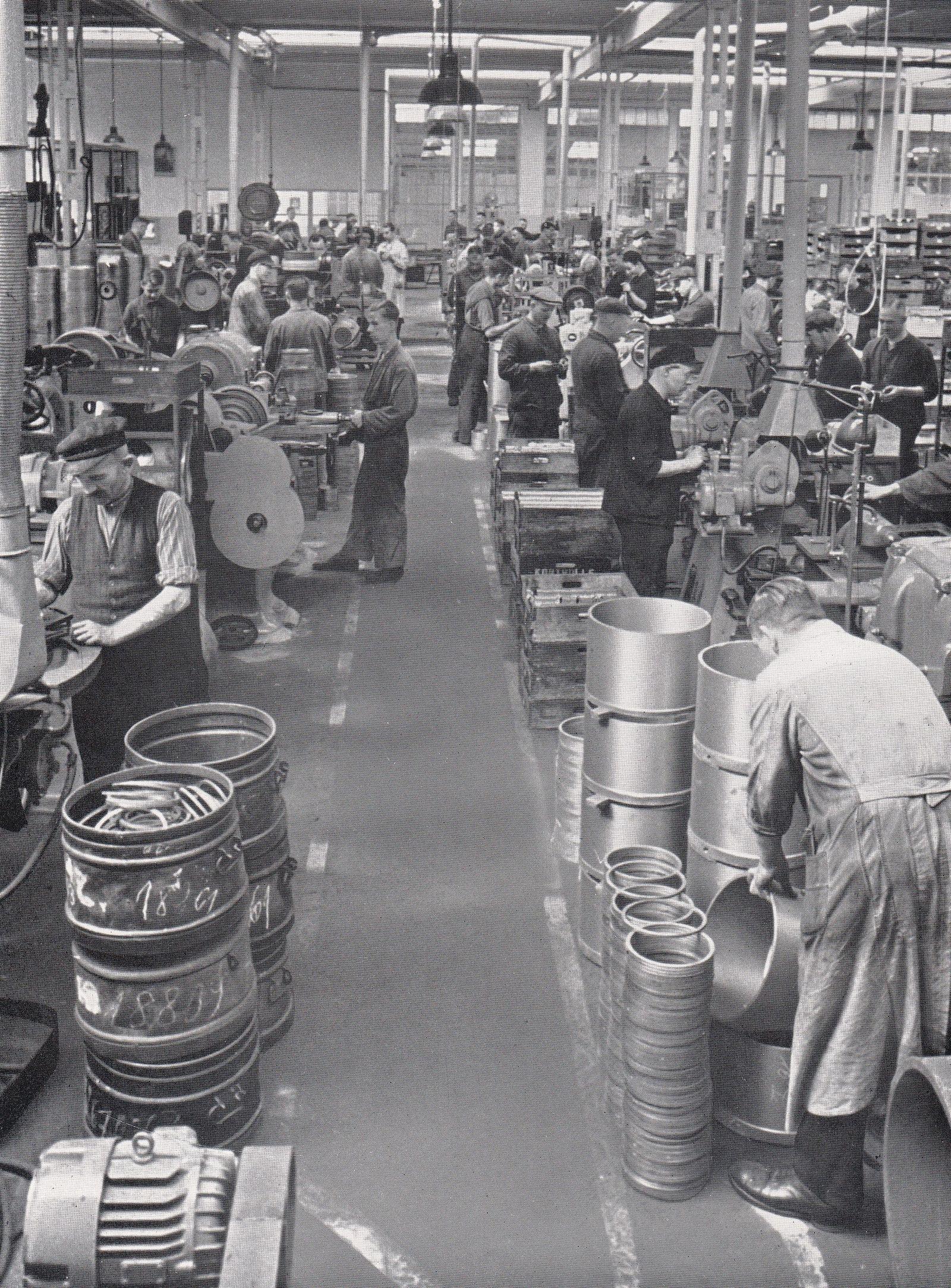 Kolbenring-Fertigung_im_Werk_Frankfurt_1935