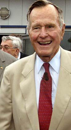 George Bush senior: Der ehemalige US-Präsident überlässt seinem Sohn das Regieren, kümmerte sich aber noch selbst ums Geldverdienen: Nach seiner Präsidentschaft war Bush zeitweise für den US-Investor Carlyle tätig.