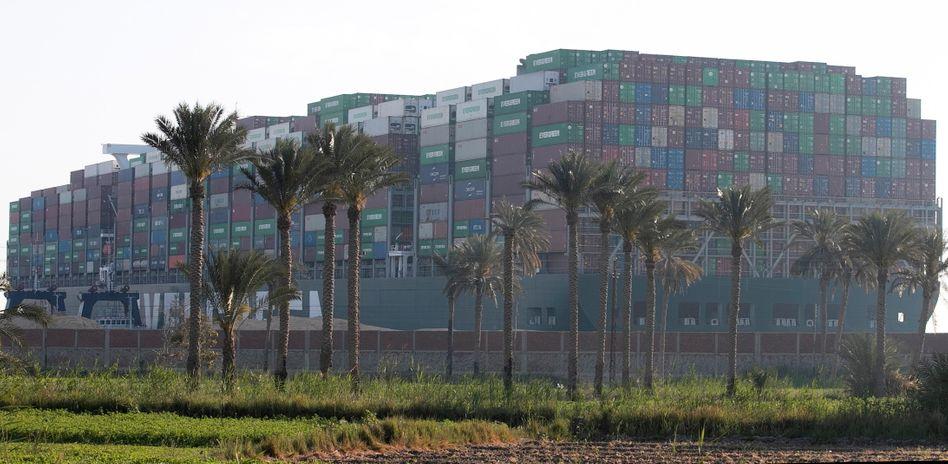 """Erst im Suezkanal gefangen, jetzt von den Suezbehörden festgesetzt: Die """"Ever Given"""" kommt einfach nicht frei"""