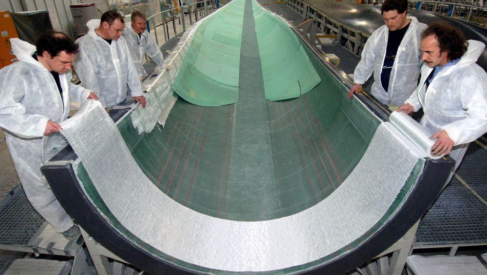 Fertigung von Rotorblättern bei Nordex in Rostock: Die Turbinen für den Windpark bei Zhongguo werden von Nordex in China hergestellt