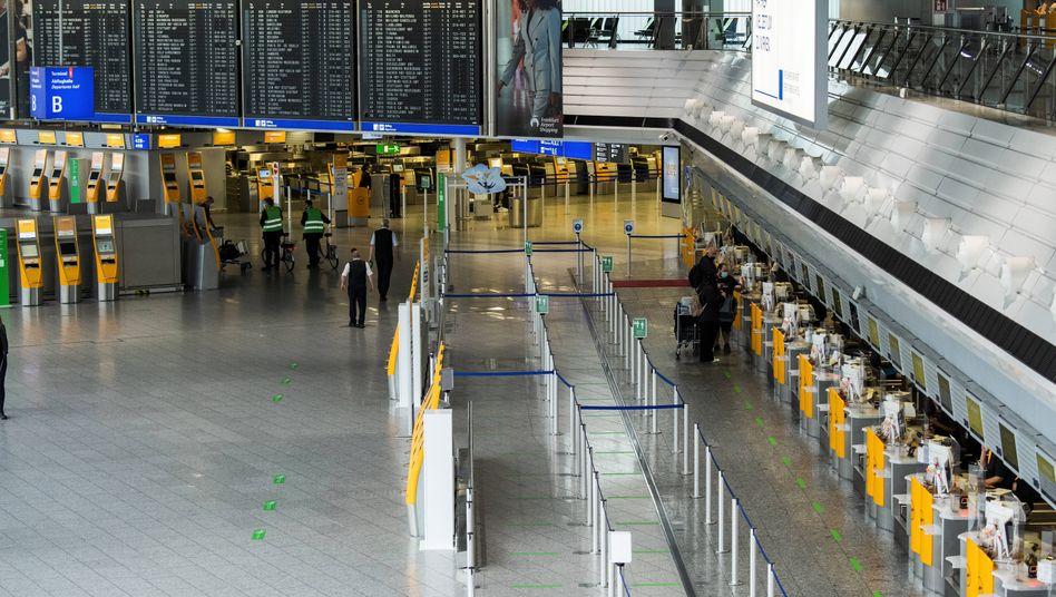 Nix los: Trotz eines Einbruchs der Passagierzahlen erhalten auch die Mitarbeiter am Frankfurter Flughafen mehr Geld.