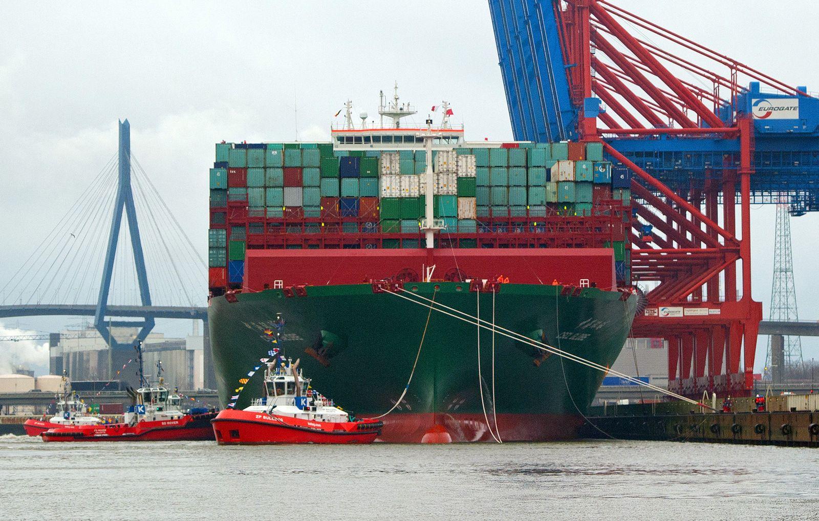 Größtes Schiff der Welt besucht Hamburg