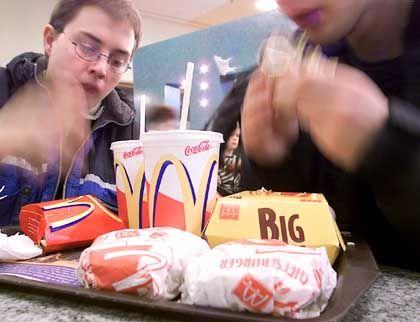 Mahlzeit: W-LAN-Aktionen könnten dazu führen, dass Web-Fans ihr Fast Food künftig ganz langsam essen