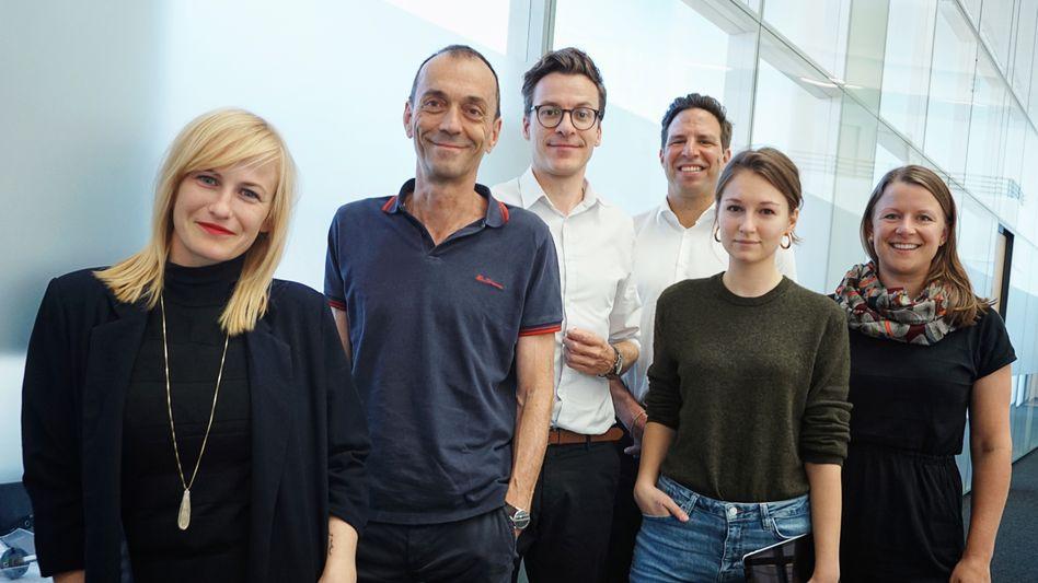 Die premium-Entwickler (v.l.): Judith Mohr (Creative Director), Martin Noé (Chefredaktion), Lukas Heiny (Teamleiter premium), Sven Clausen (Chefredaktion), Alexandra Grünig (Design), Corinna Scheying (Redaktion).