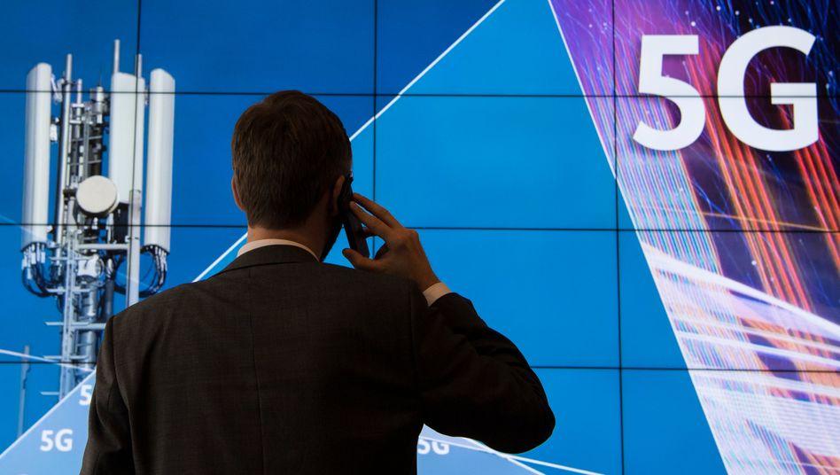 5G-Mobilfunknetz: Die Betreiber Telekom, Vodafone , Telefónica Deutschland und 1&1 Drillisch können beim Ausbau kooperieren - und ihre Milliardenzahlungen an den Bund für die Frequenzen in Raten bis 2030 strecken