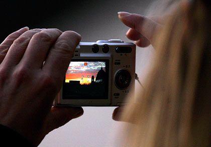 """Schnellschuss: Ein kurzer Blick auf den kleinen Monitor entscheidet heutzutage über """"Leben und Tod"""" eines Fotos"""