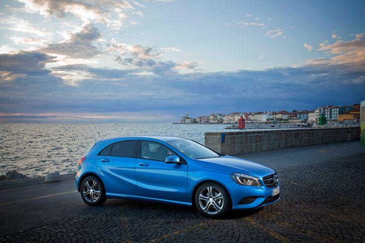 Mercedes A-Klasse: Auf Jahressicht gehen die Zulassungen zurück, dafür arbeitet sich der Geländewagen-Ableger GLA nach vorne