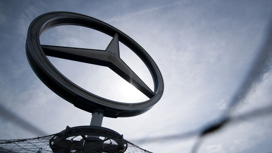 Daimler fährt rascher aus der Krise als erwartet