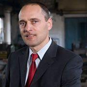 Wechseljahre: Während der Wende wurde Sroka vom DDR-Offizier zum Unternehmer. Links ist er geblieben.