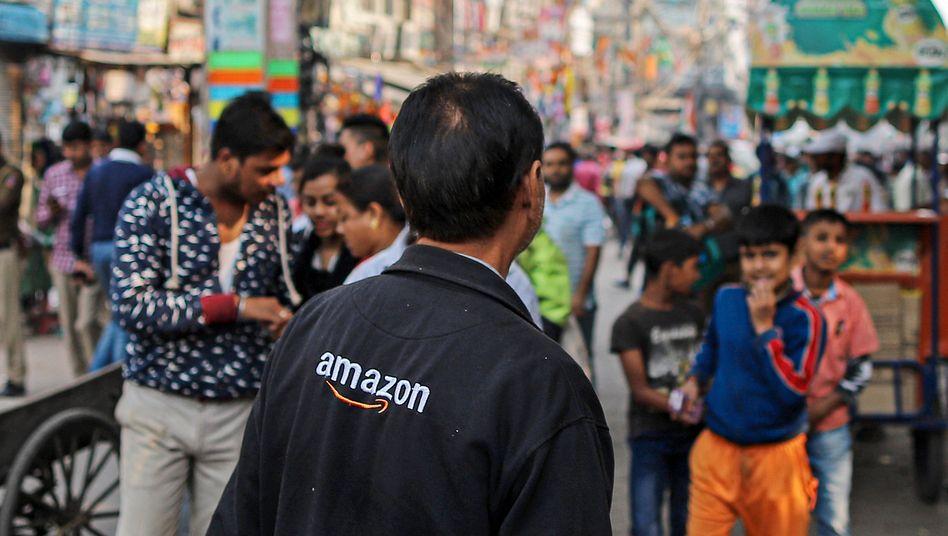 Amazon meets India: Auf diesem Basar in Neu Delhi haben sich im November Verkäufer zum Protest gegen Amazon undWalmart zusammengetan