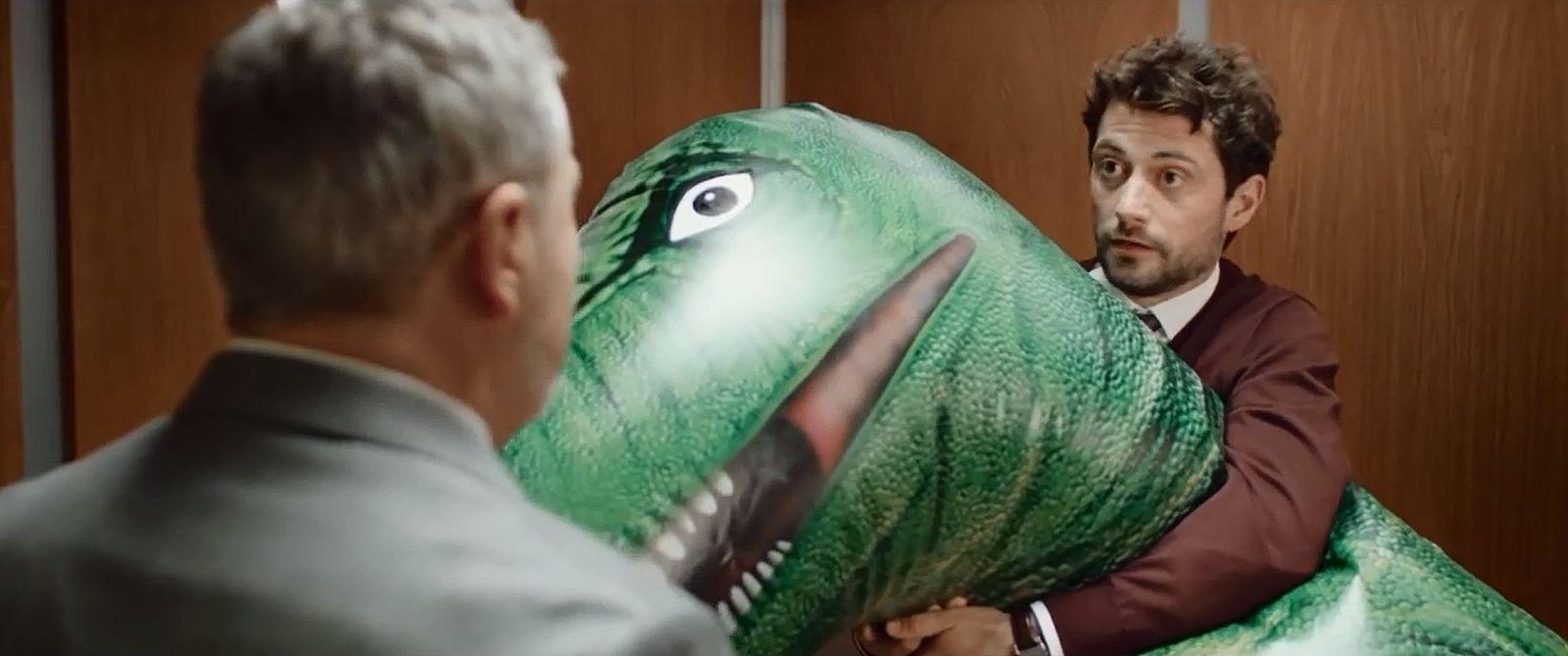 SCREENSHOT youtube Video / Was macht eigentlich der Dino im Fahrstuhl?
