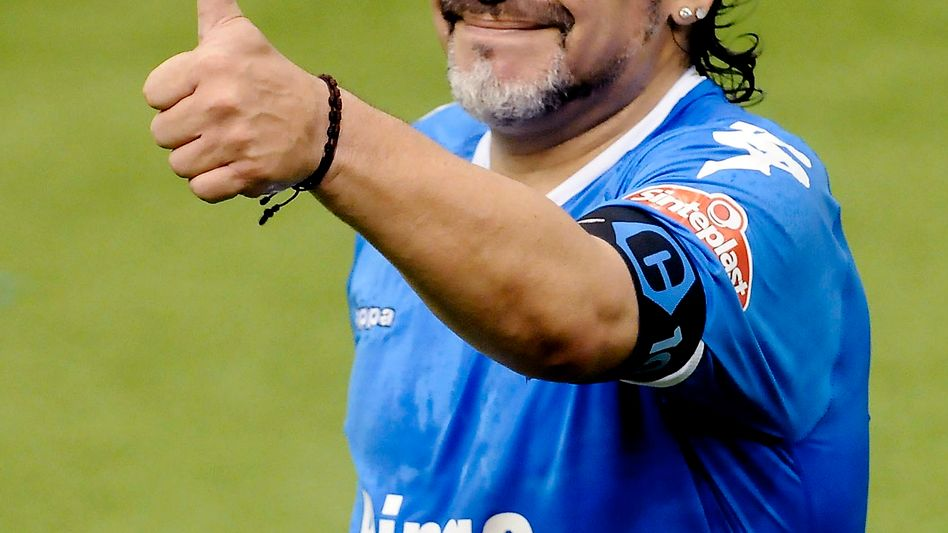 Ex-Weltklasse-Fußballer Diego Maradona nahm an einem Spaßkick in Tschetscheniens Hauptstadt Grosny teil - gegen fürstliches Honorar