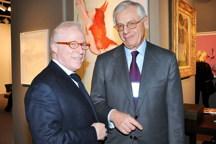 Israel Englander: Hedgefondsmanager und offenbar Kunstliebhaber. Zumindest plauscht er im Bild mit William Acquavella, dem Eigentümer von Acquavella Galleries Inc.
