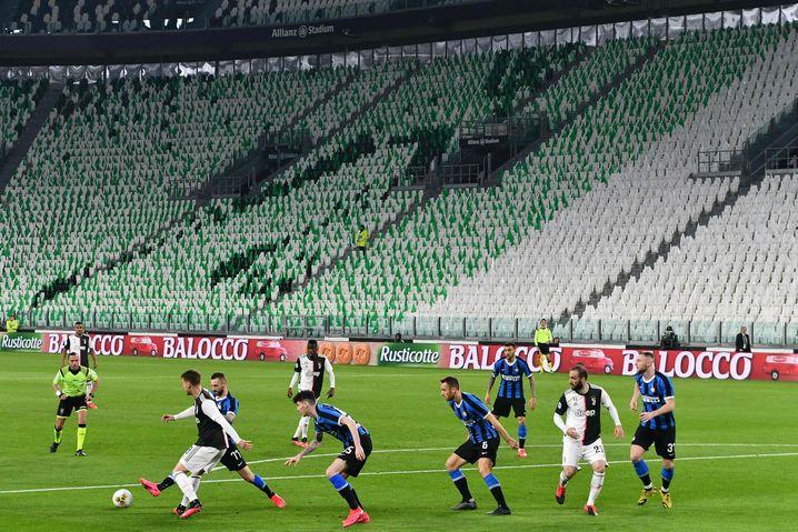 Das gesamte Team von Turin (hier im gegen Inter Mailand im Spiel) muss in Quarantäne