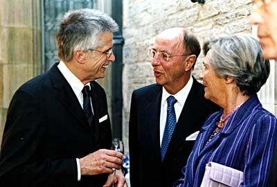 Ausgezeichnet: Laureat Berthold Leibinger (M.) mit Ehefrau und mm-Chefredakteur Wolfgang Kaden